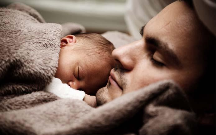 Сон мужчины и новорожденного