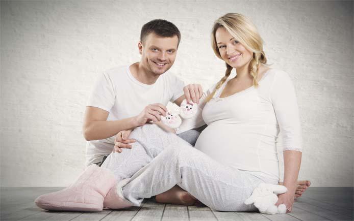 Мужчина и беременная женщина